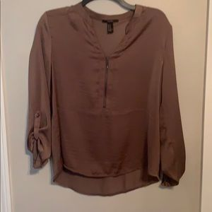 Blouse with a satin feel